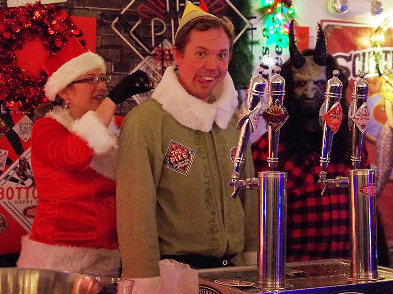 2015-Winter-Beer-Fest-Seattle-Buddy-The-elf-at-Pike-Brewing