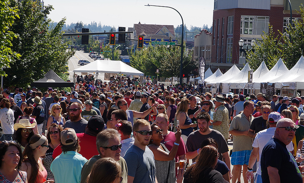Everett-Craft-Beer-Festival-2016-crowd