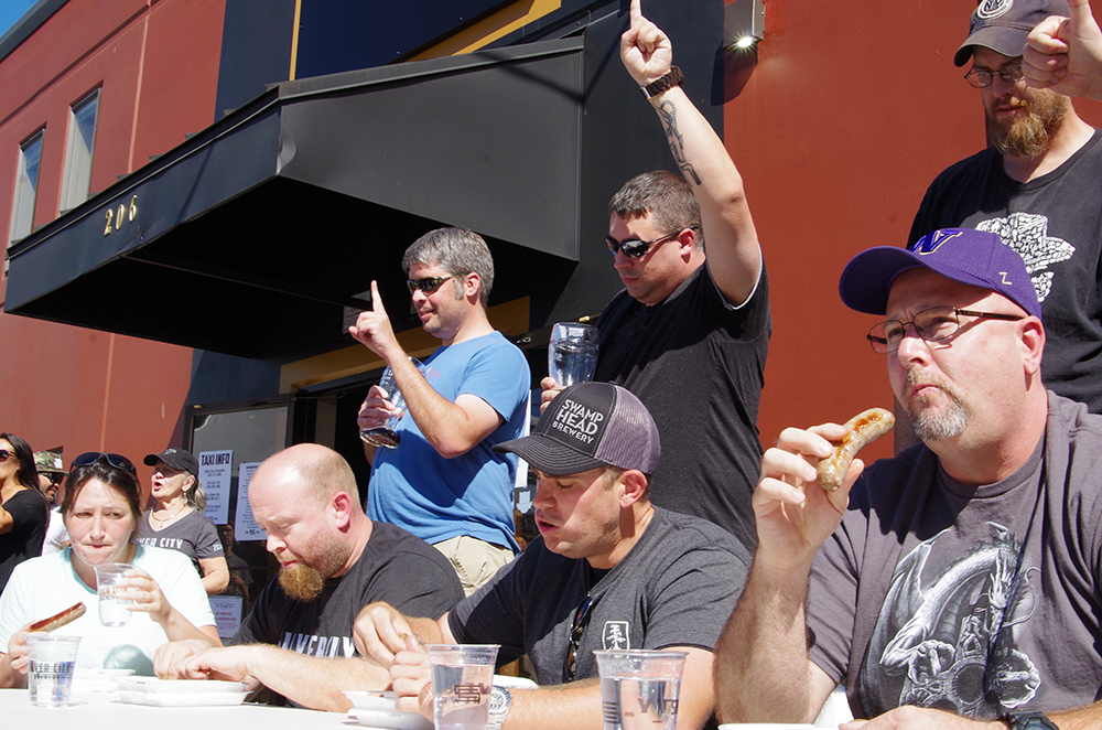 silver-city-brewery-20th-anniversary-party-sausage-eating