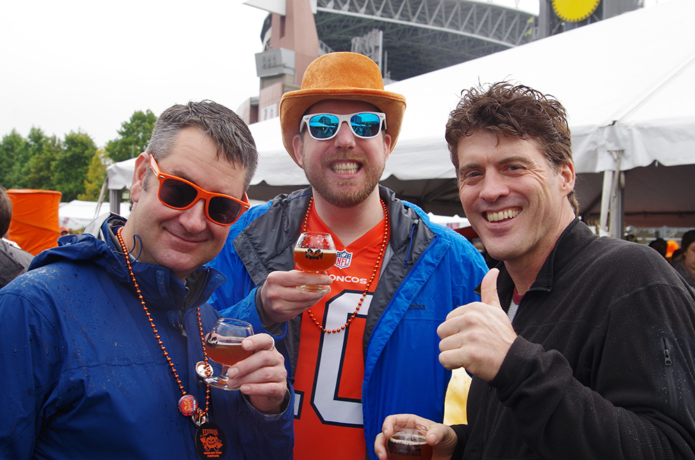 elysian-brewing-great-pumpkin-beer-festival-buddies
