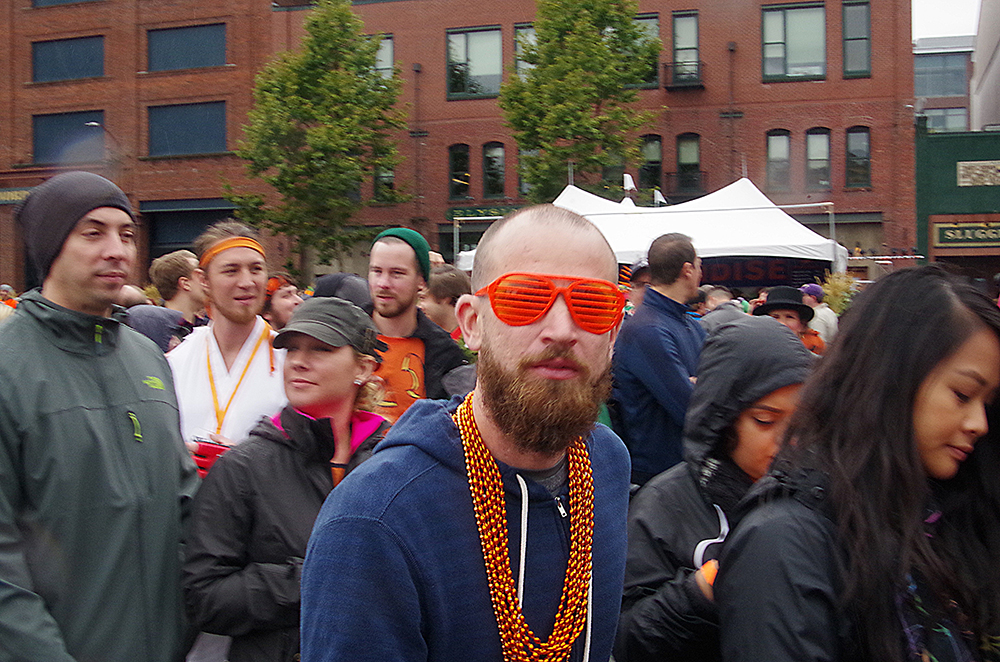 elysian-brewing-great-pumpkin-beer-festival-crazy-glasses