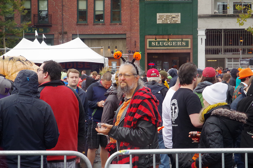 elysian-brewing-great-pumpkin-beer-festival-loner