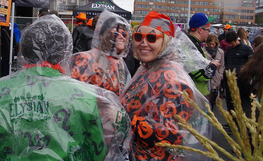 elysian-brewing-great-pumpkin-beer-festival-plastic-poncho