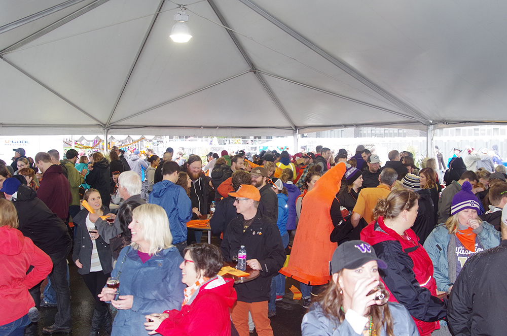elysian-brewing-great-pumpkin-beer-festival-tent