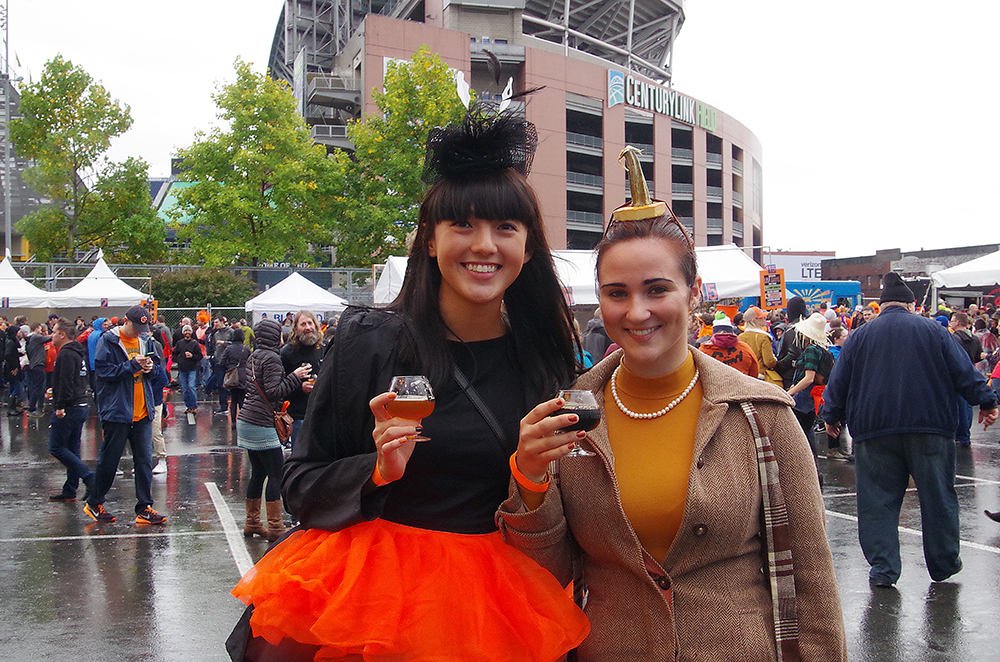 elysian-brewing-great-pumpkin-beer-festival-tiny-hats