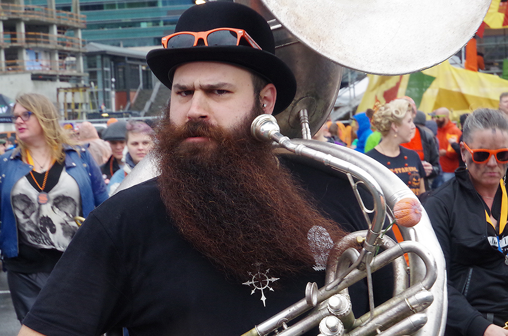 elysian-brewing-great-pumpkin-beer-festival-tuba