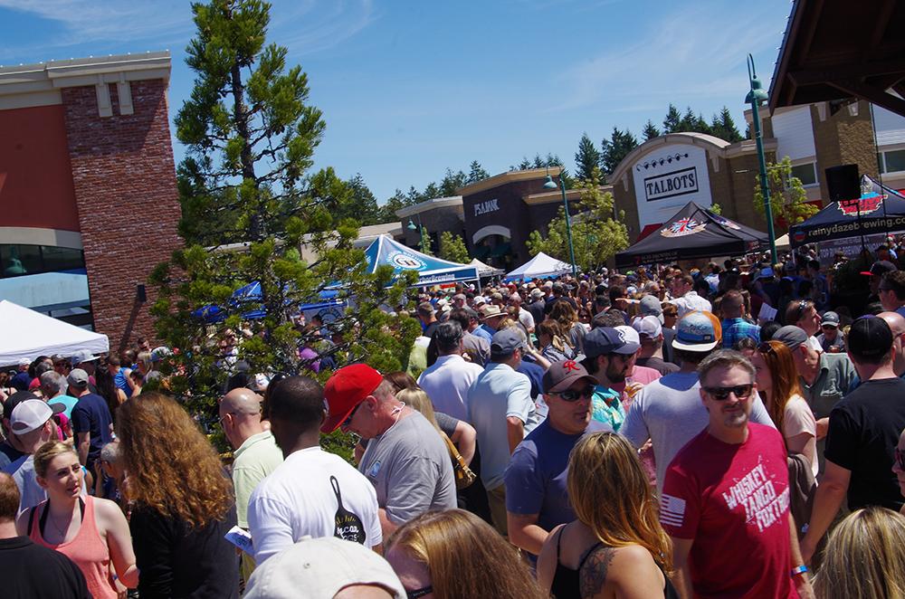 Gig-Harbor-Beer-Festival-2017-crowd