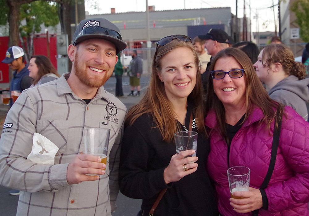 Fresh-Hop-Ale-Festival-Yakima-friends