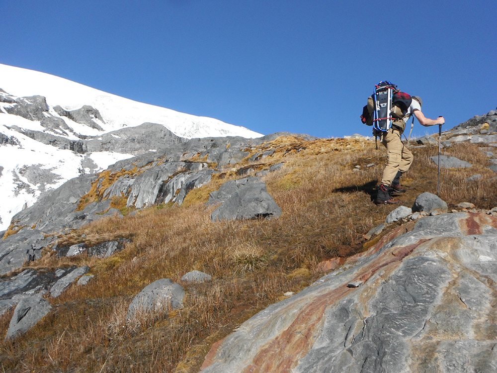 Hiking-The-Paradise-Glacier-Loopupper-reaches-Paradise-River