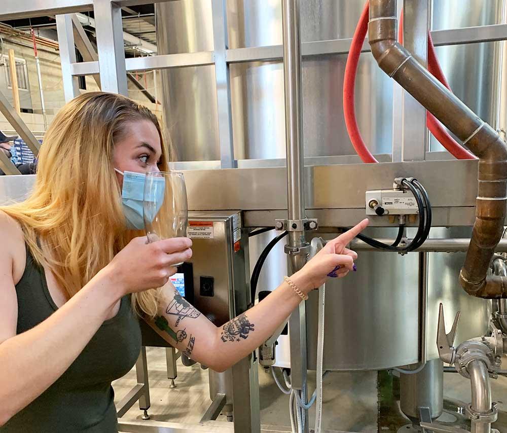 Everybodys-Brewing-Peaks-and-Pints-Nicole-Allen